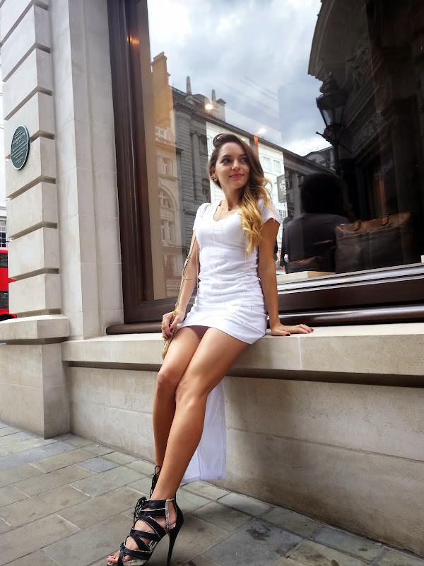 http://www.whitneyswonderland.com/2014/09/all-white-everything-in-picadilly.html