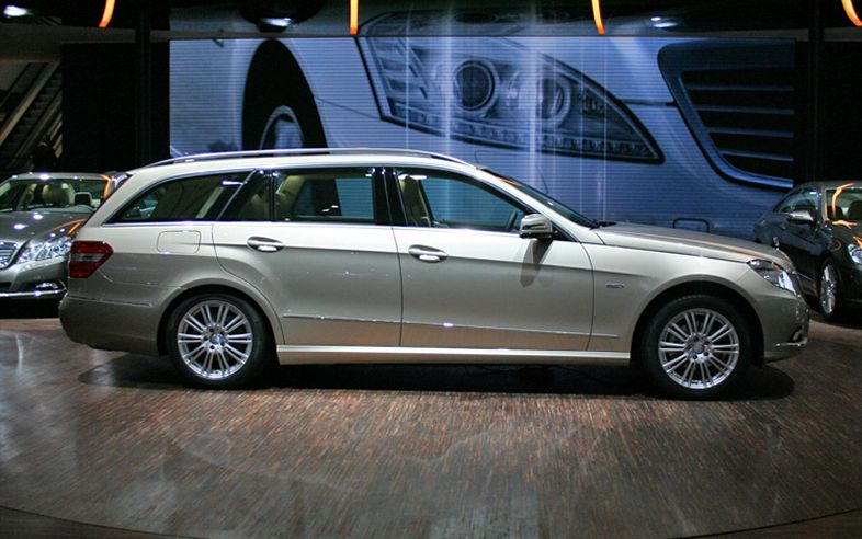 Cars trend 2011 mercedes benz e class wagon for Mercedes benz e wagon