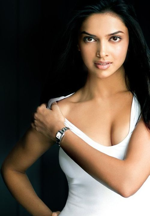 Deepika Padukonde Stills, Deepika Padukonde Close-up Photoshoot