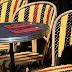 Chaises de café en noir et rouge