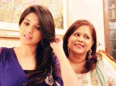 Sanam Jung With Her Mother Photo