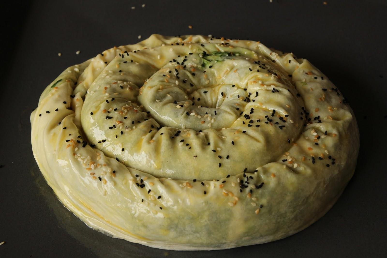 İspanaklı Peynirli Böreği - Spinach and Cheese Pastry Roll