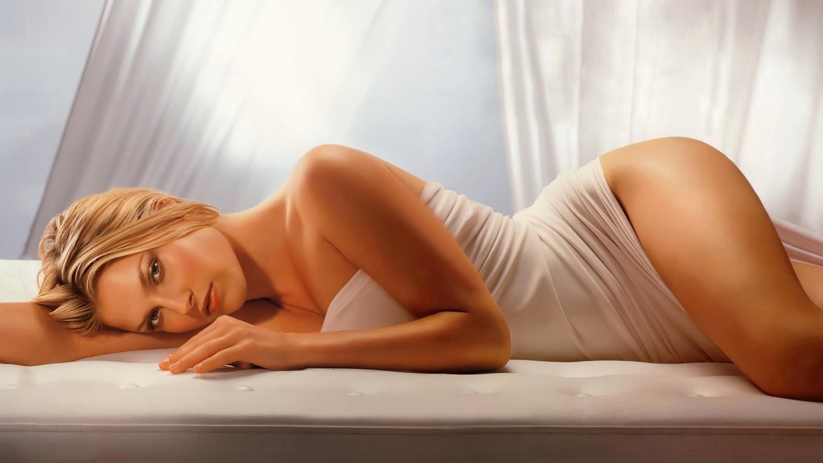 Kristen Stewart sexy bikini model