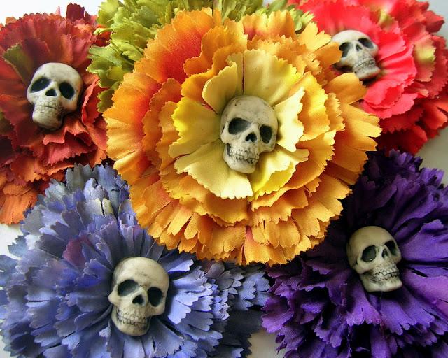 Blomster hårspænder med kranium, til 'De dødes dag' i Mexico