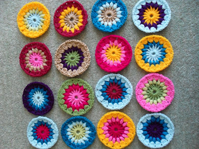 Mollie Makes magazine star burst flower crochet squares, the start of my new blanket!