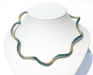Kette Sonoko Wave mit SWAROVSKI Elements in Jet 2x AB