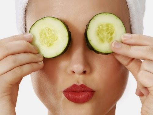 10 وصفات طبيعية وخلطات منزلية للتخلص من الهالات السوداء والتهابات حول العين