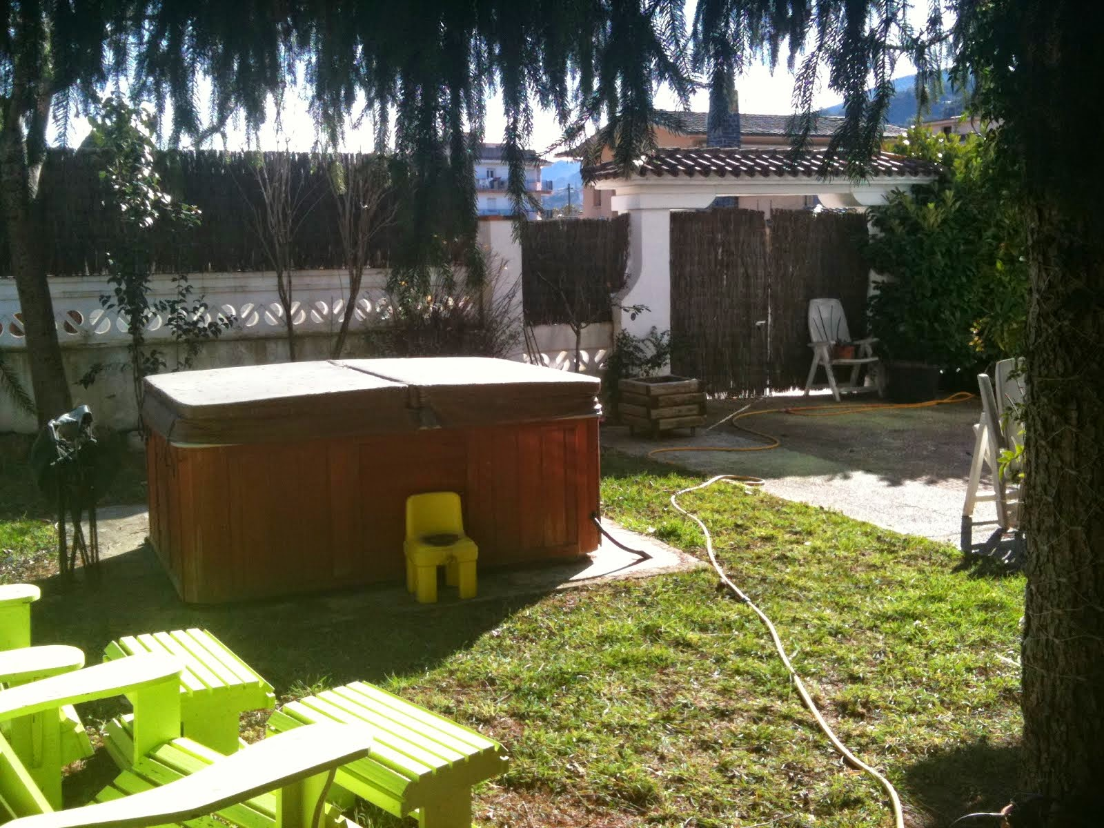 jardi amb jacuzzi