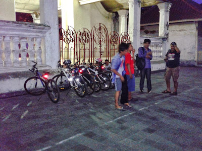 Parkir depan Masjid Agung Kauman