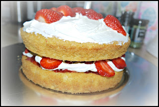 cake, Jubilee, sponge, strawberries