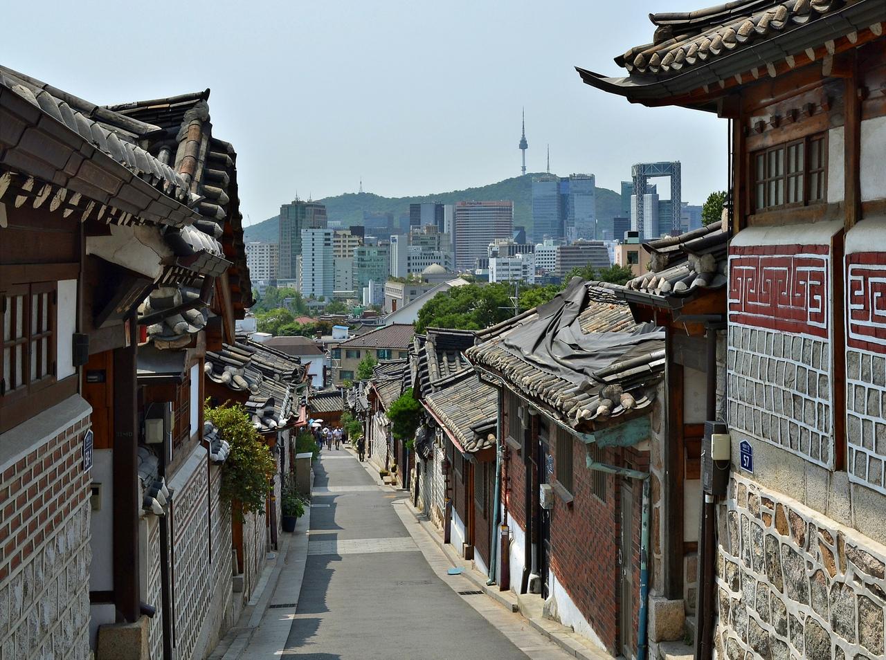 Kalo Rumah Tradisional Korea Selatan Kita Mengenal Hanok Merupakan Dengan Interior Dan Eskterior Saling Berkaitan