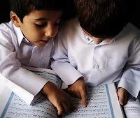 Kecil-kecil Megang Al-Qur'an