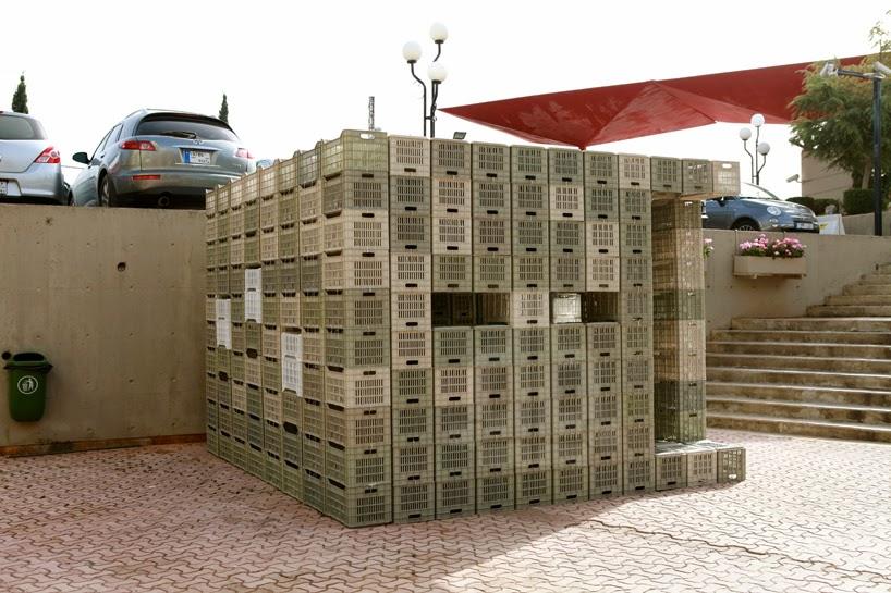 Modulo Construido con Cajas de Plastico Recicladas