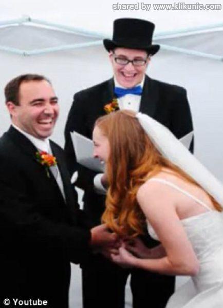 http://2.bp.blogspot.com/-NH582q8sHAI/TXiVx1MQa_I/AAAAAAAAQpQ/xgjY9C2yYWk/s1600/wedding_splashes_640_08.jpg