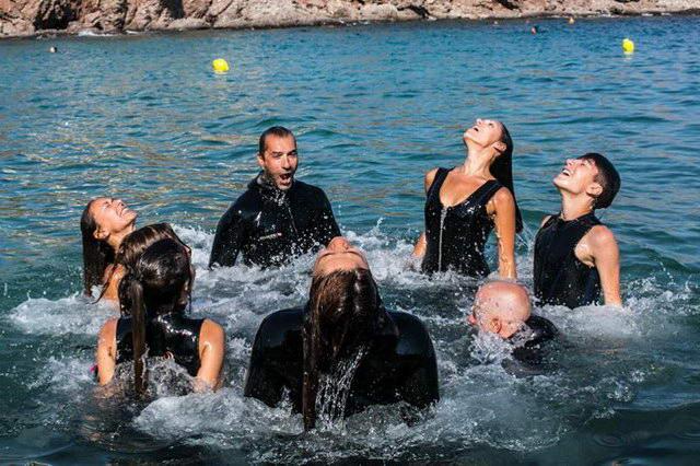 Ανάσες χορού σε θαλασσινό νερό