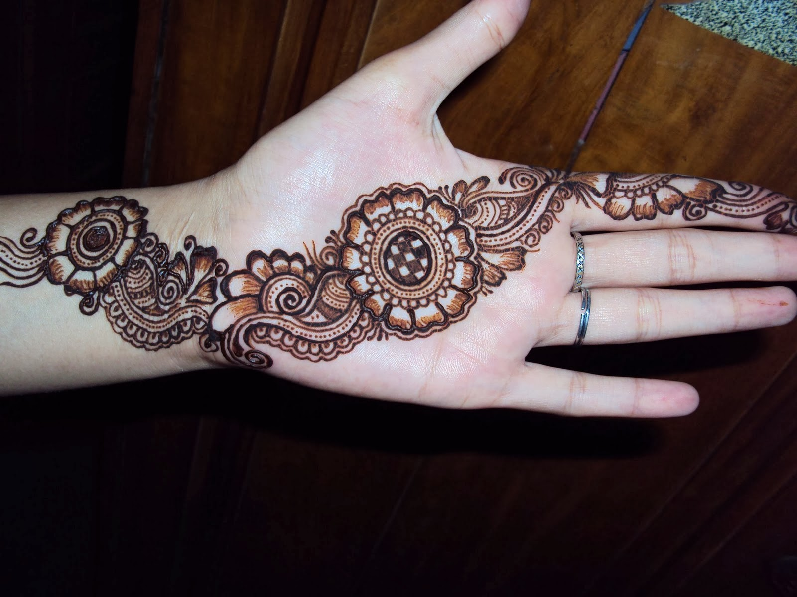 Mehndi For Girls Easy : How to do easy mehndi designs indian diva style