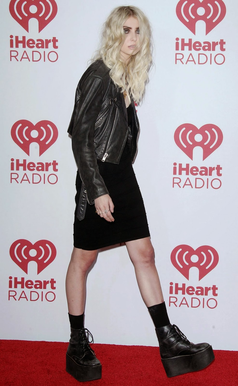 Taylor Momsen goes for a gothic look at the 2014 iHeart Radio Music Awards