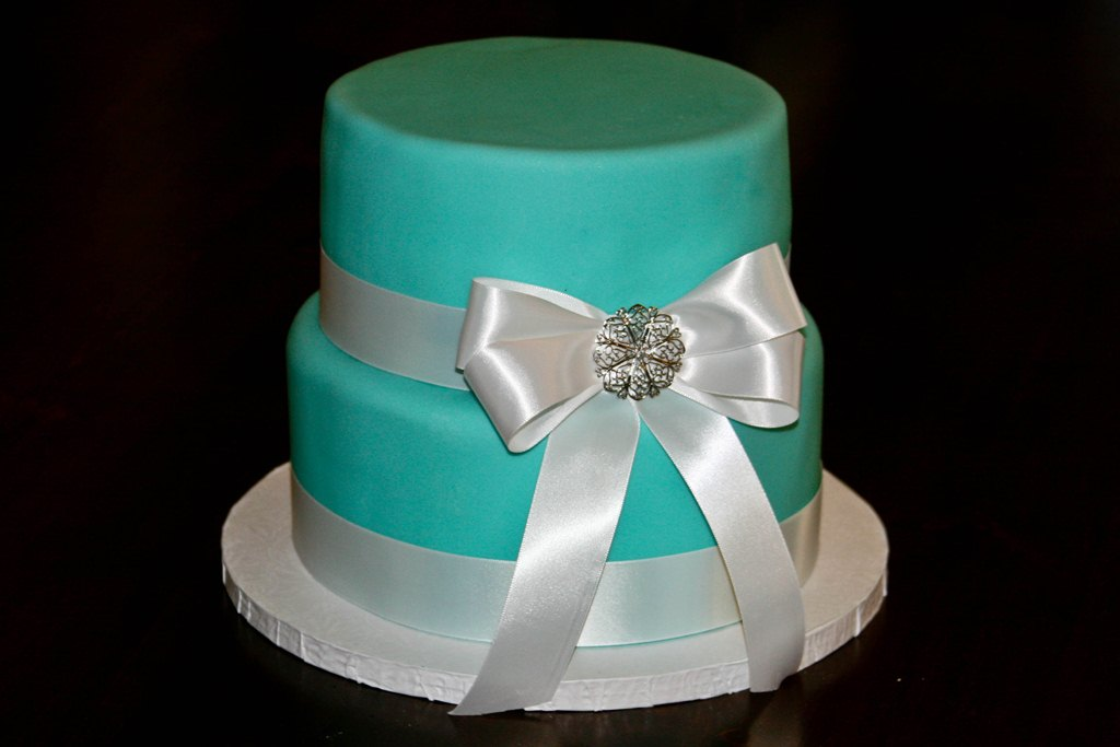 Homemade By Hillary Tiffanys Wedding Cake And Cupcakes