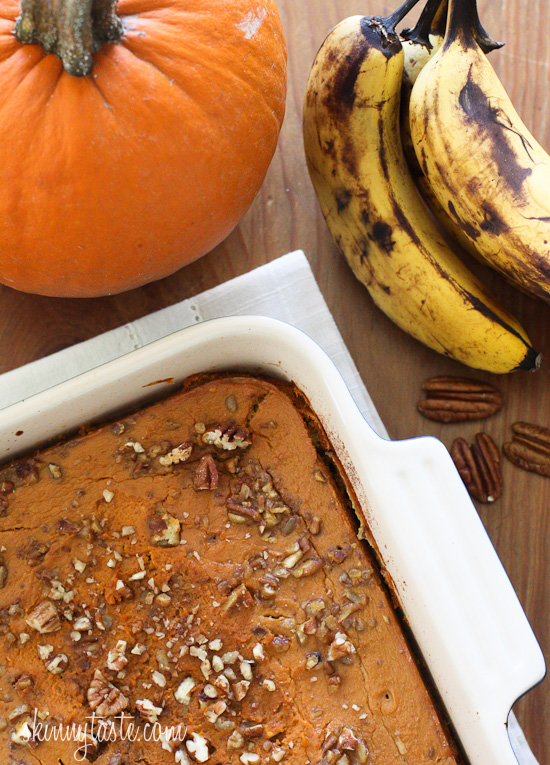 Baked Oatmeal with Pumpkin and Bananas – Baked oatmeal with ripe bananas, pumpkin and pecans is the perfect way to start your morning!