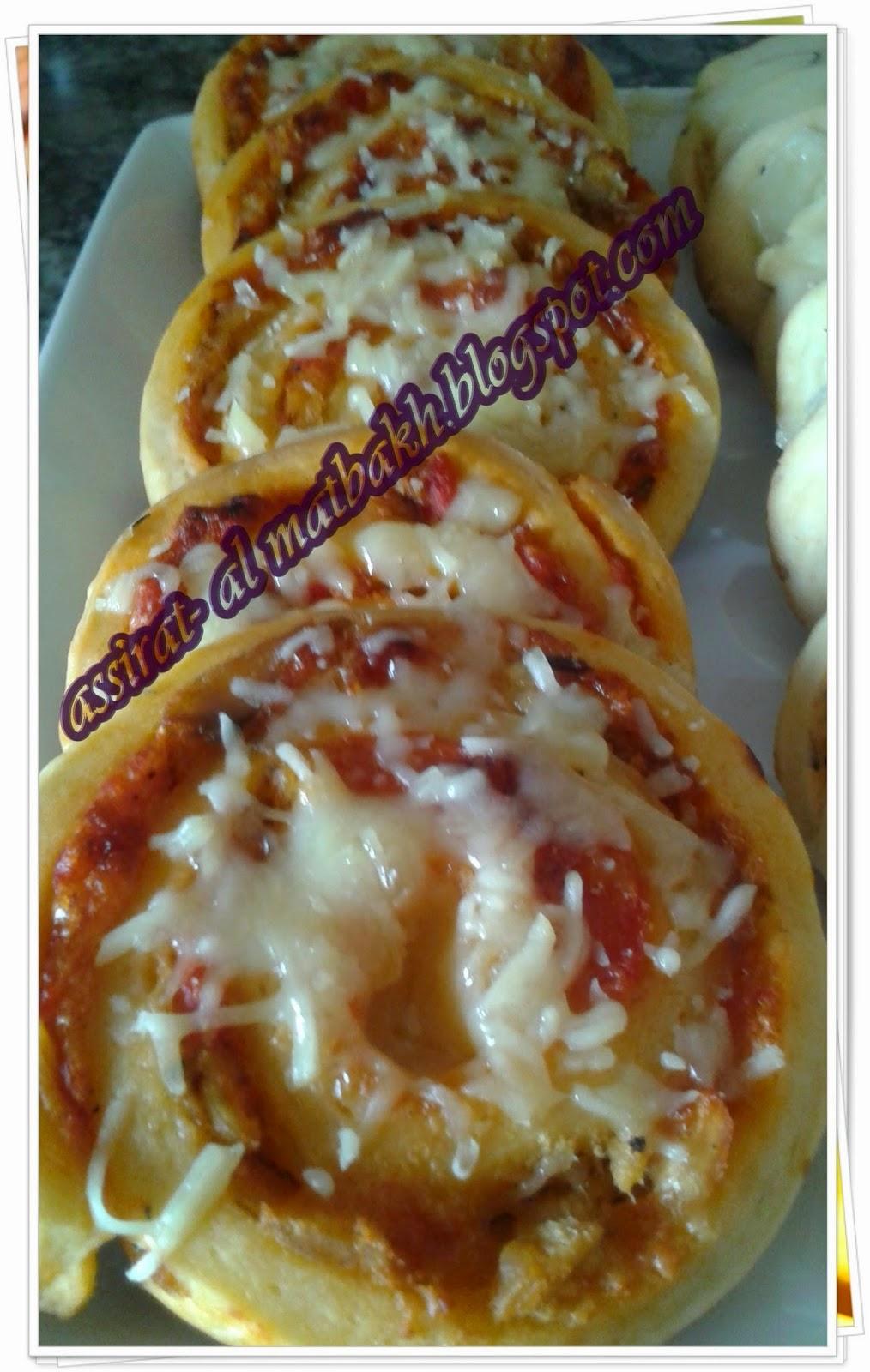 ملفوف مالح بمكونات بيتزا