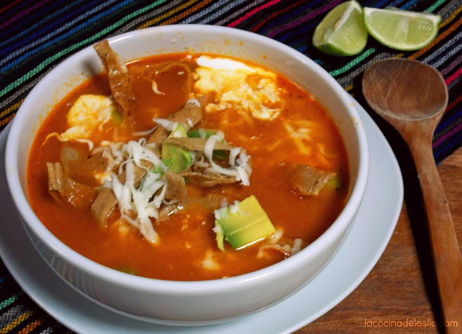Sopa Azteca {Tortilla Soup} - La Cocina de Leslie