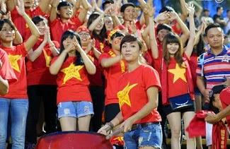 Những cô nàng xinh đẹp cháy hết mình với U19 HAGL Arsenal JMG