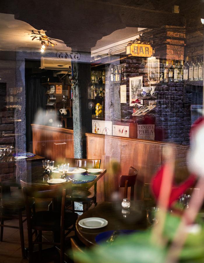 Restaurant window Venice photo by Kreetta Järvenpää www.gretchengretchen.com
