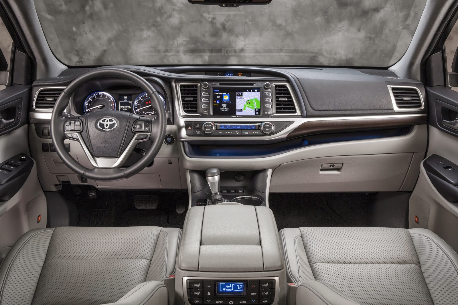 2014 Toyota Highlander Hybrid interior view