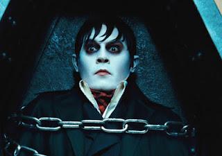 """Johnny Depp em cena do filme """"Sombras da Noite"""""""