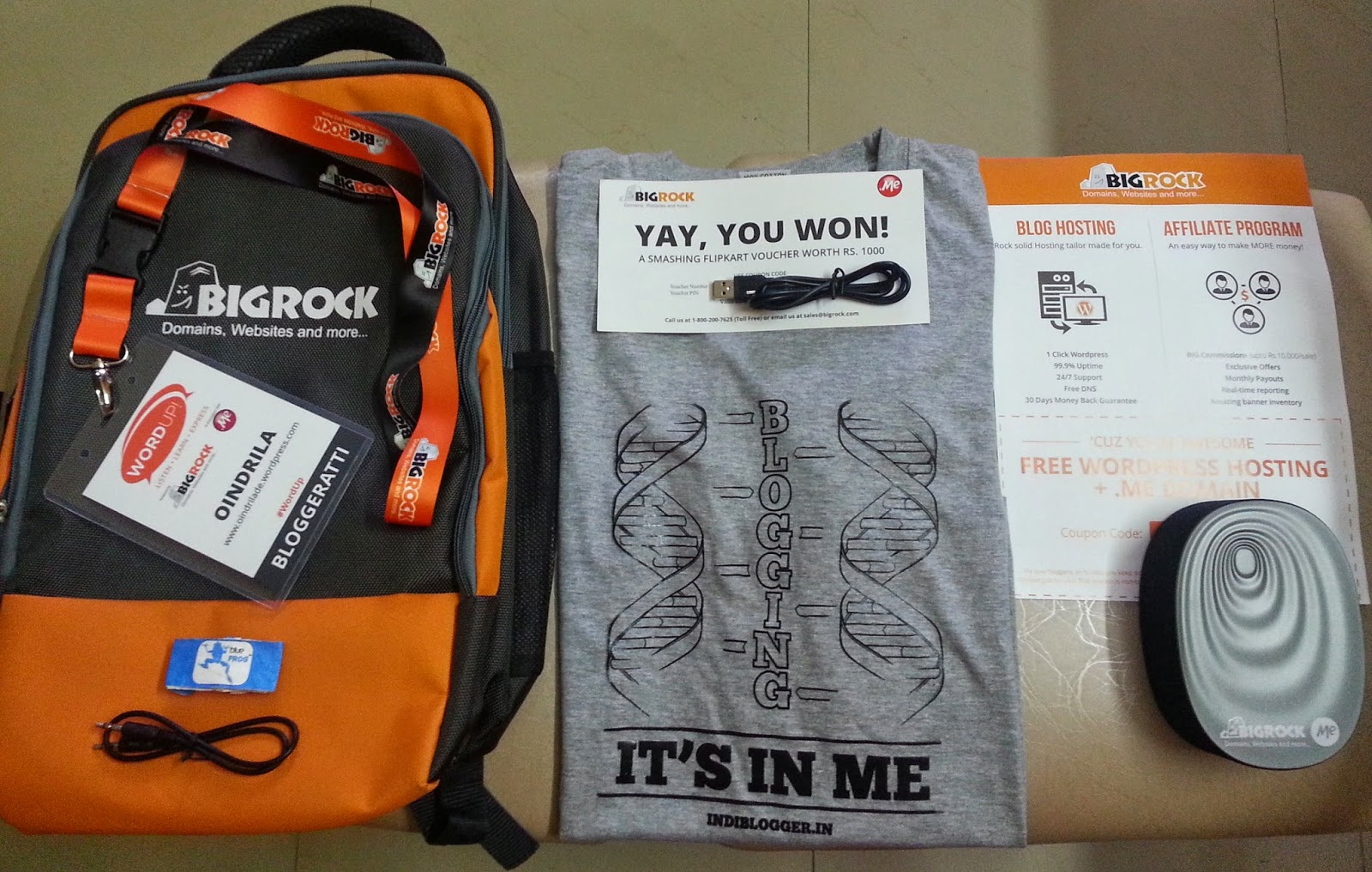 My prize and gifts from Bigrock and IndiBlogger at the blogging conference - WordUp