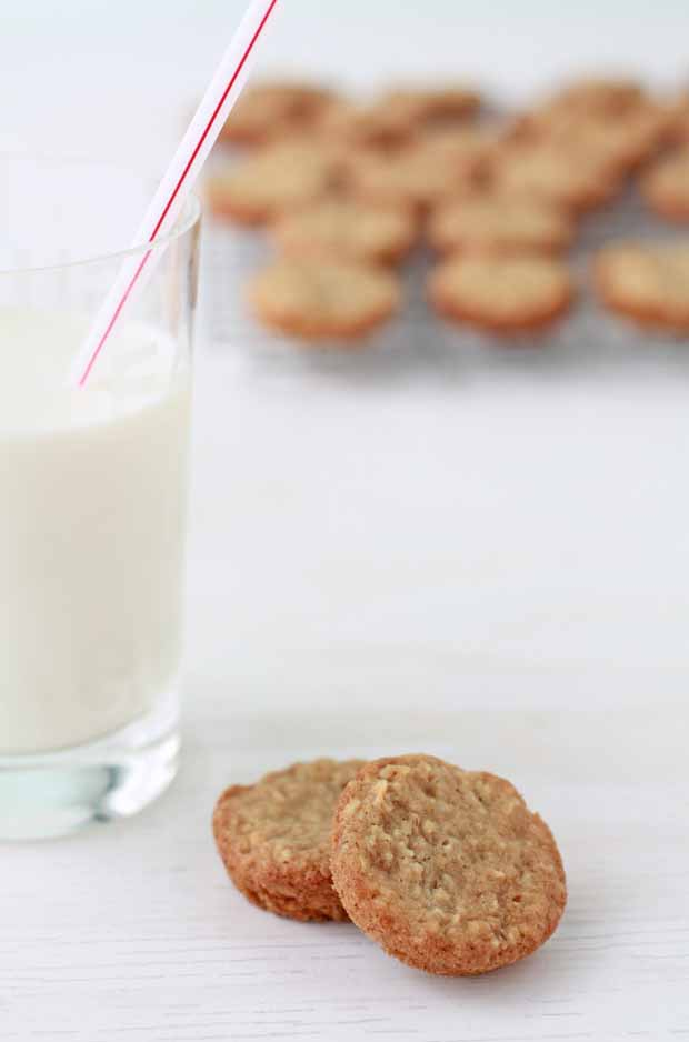 Soft & a little chewy oatmeal cookies