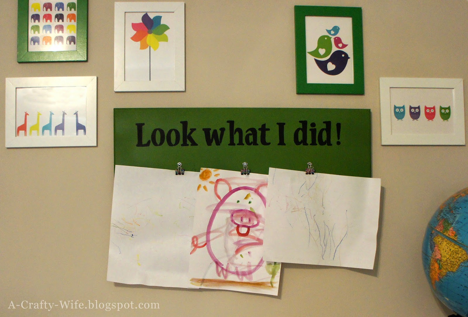 Make your own 'Look What I Did!' brag board for kids' art | A Crafty Wife