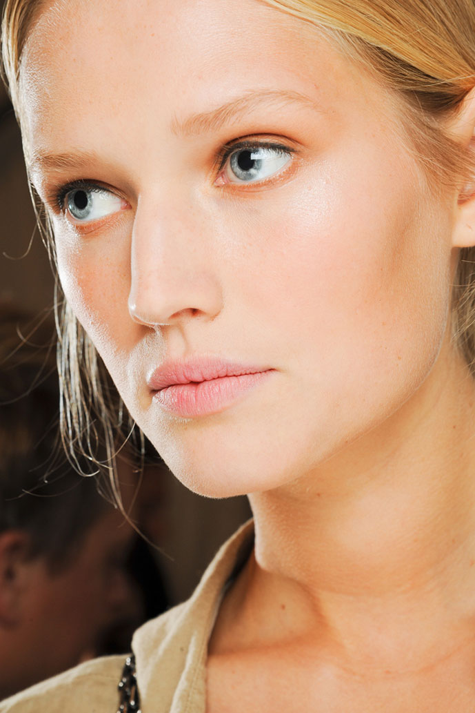 Dewy and natural no make-up make-up look inspired by Carolina Herrera Spring/Summer 2012