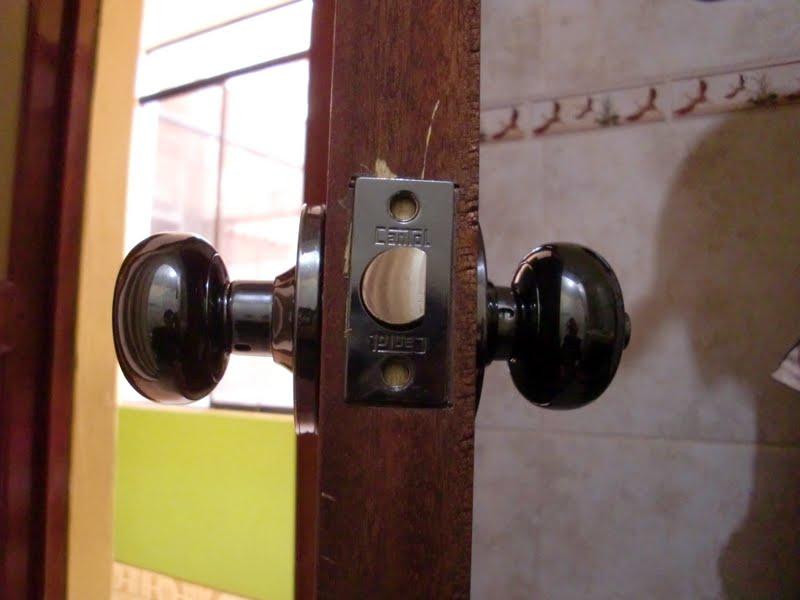 Decoraciones manualidades en madera como colocar chapa for Como poner una puerta de madera