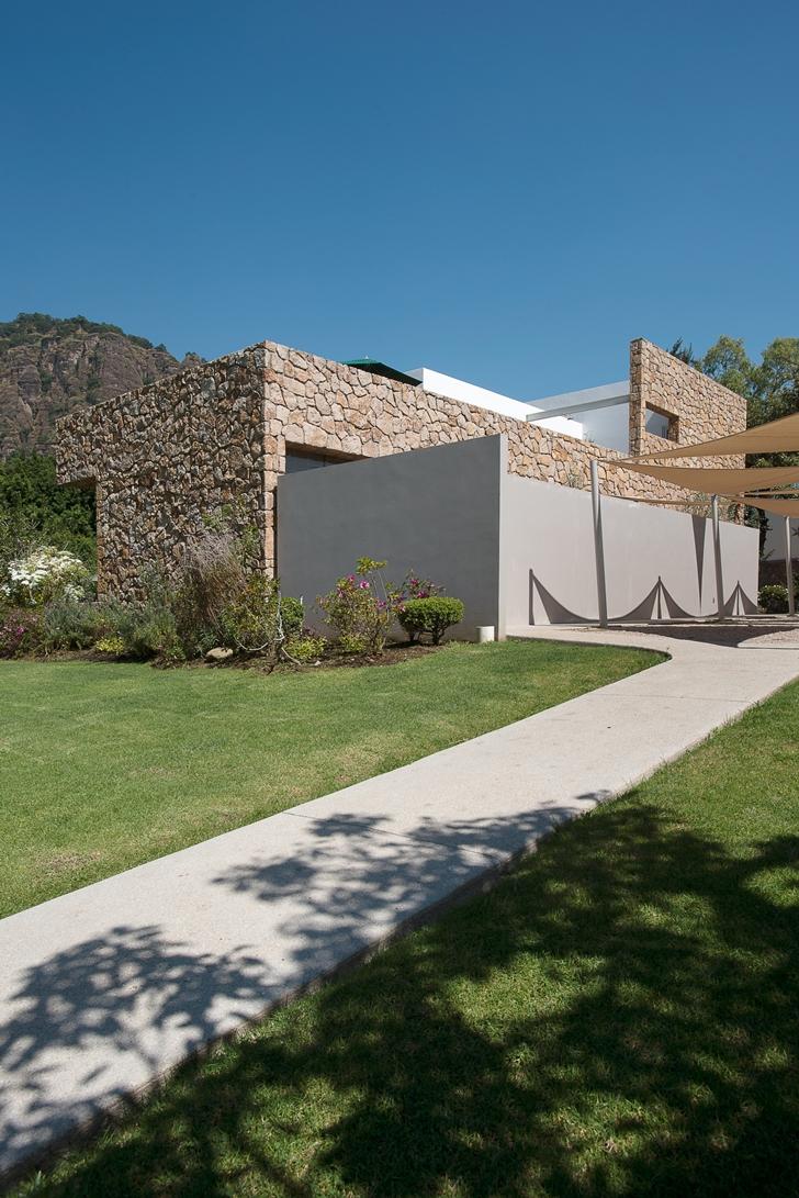 Modern facade on Casa del Viento by A-oo1 Taller de Arquitectura