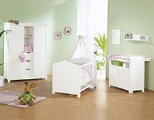 habitación de bebé en rosa y verde