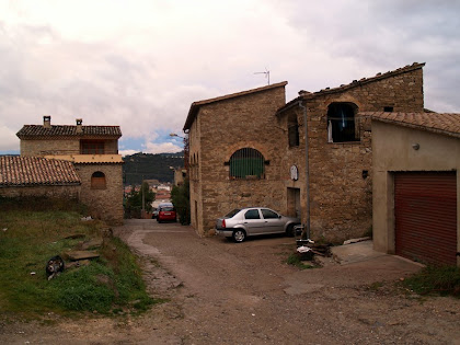 Cal Gepic, a la dreta de la imatge, del barri de les Roques Altes