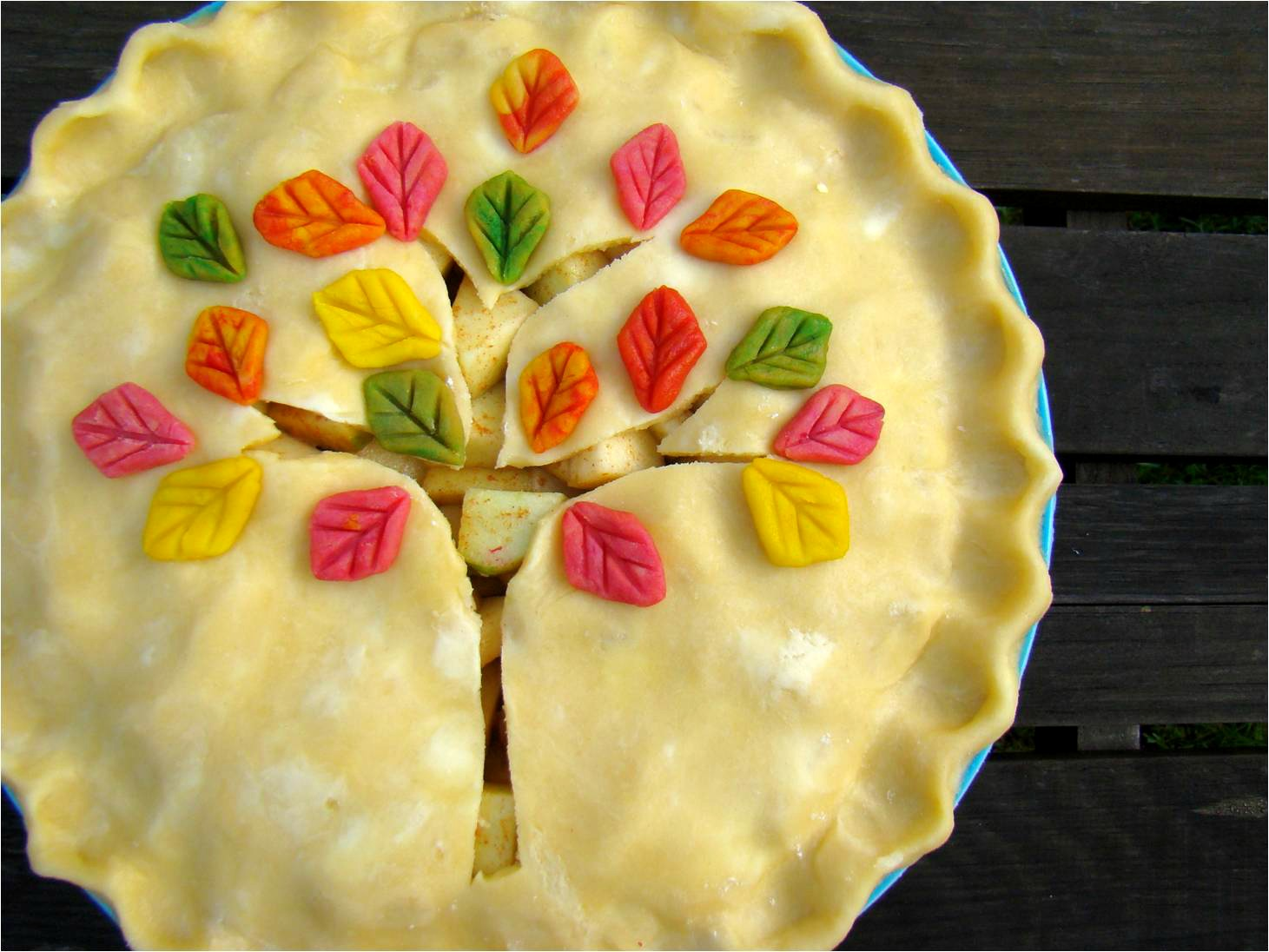 Family feedbag fall apple pie for Apple pie decoration