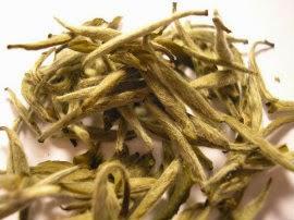 Hojas y yemas de té blanco