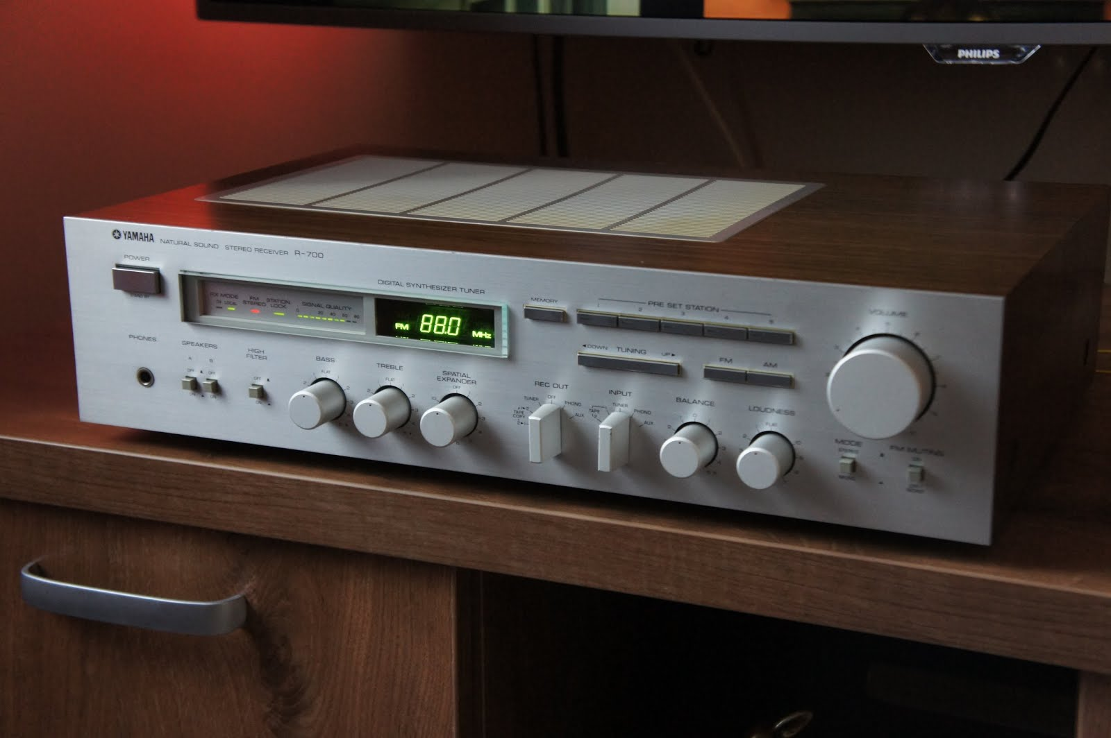 Yamaha r 700 stereo receiver audiobaza for Yamaha stereo reciever