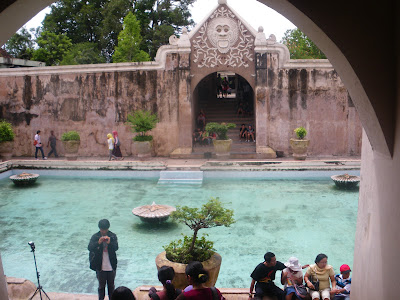 backpacking in yogyakarta java indonesia tamansari the water castle rh dontstopliving net