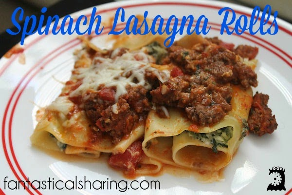 Spinach Lasagna Rolls | Freshen up that old lasagna in a pan with these cute but delicious lasagna rolls! #recipe