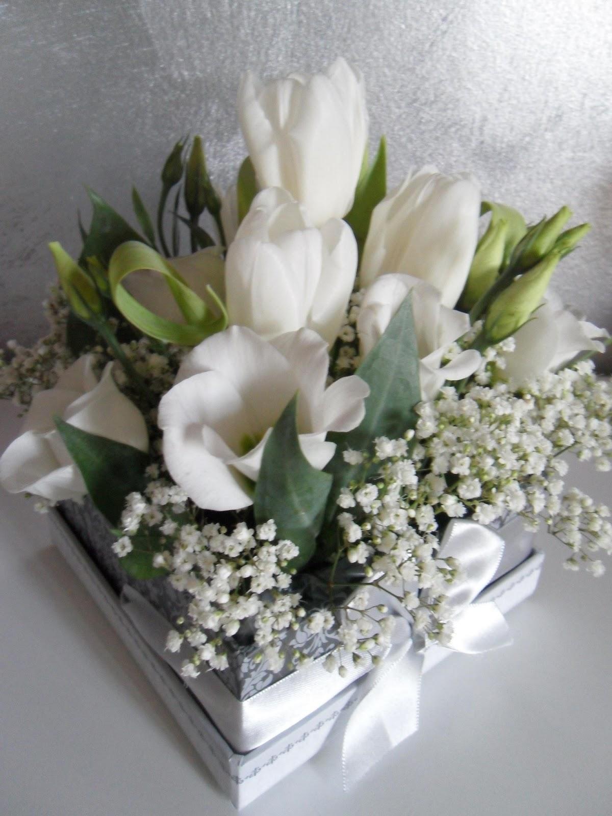 Centrotavola fiori per battesimo tc68 pineglen - Centrotavola natalizi con fiori finti ...