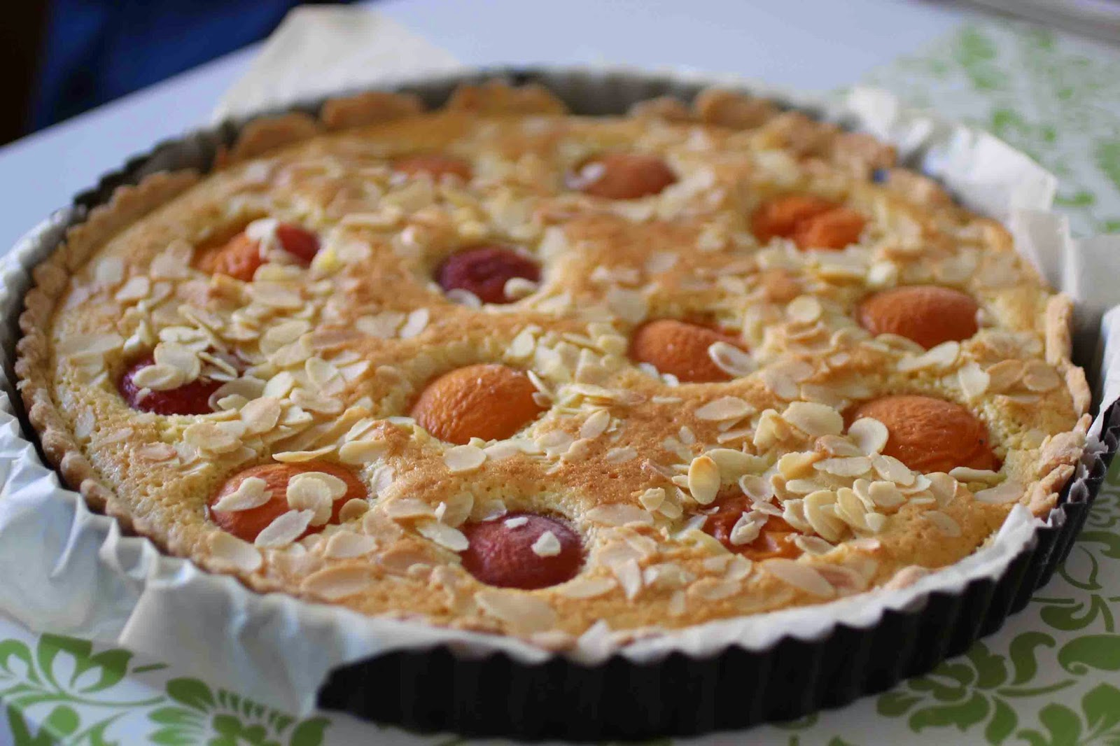 http://camilleenchocolat.blogspot.fr/2014/07/tarte-amandine-aux-abricots.html