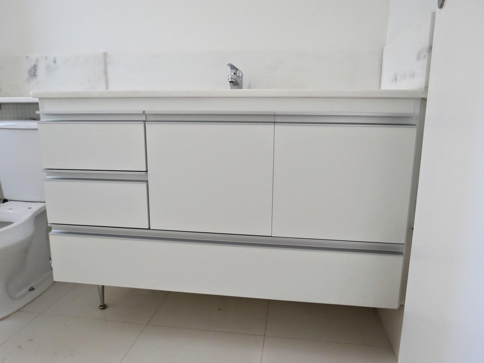 Armário para Banheiro (Padrão Branco) Portas em 18mm Puxadores  #494134 1600x1200 Armario Banheiro Aluminio