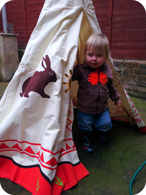 child's wigwam, toddler outdoor play ideas, wigwam