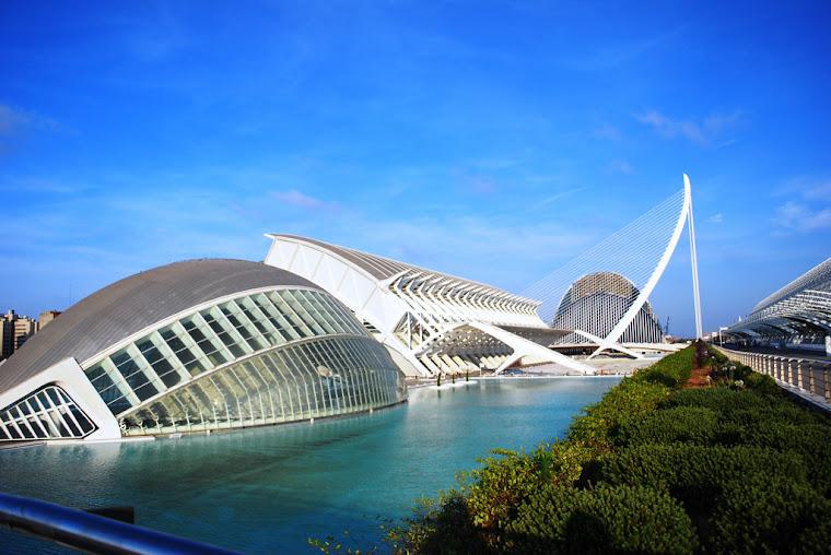 La Ciudad de las Artes y las Ciencias de Valencia. Foto tomada de upload.wikimedia.org