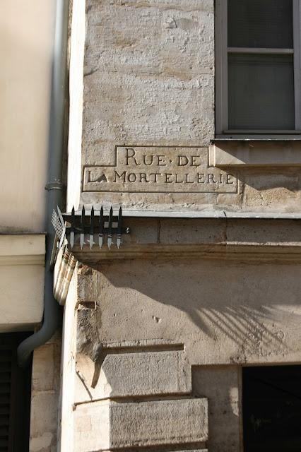 Inscription-mortellerie-rue-Hotel-de-ville-Paris-Marais-secret-et-insolite