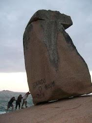 foto clássica Pedra do Frade na Praia do Gi em Laguna