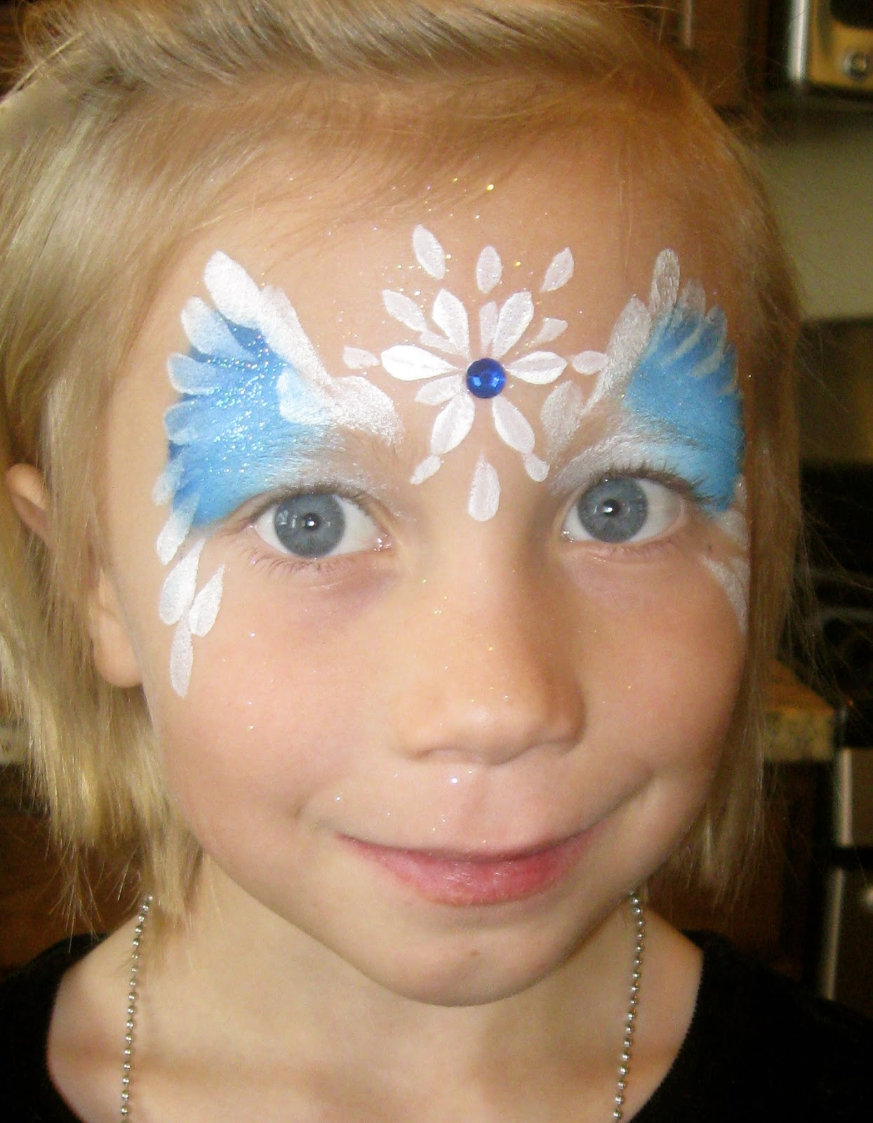 Paula taylor 39 s art frozen theme face painting for Frozen face paint